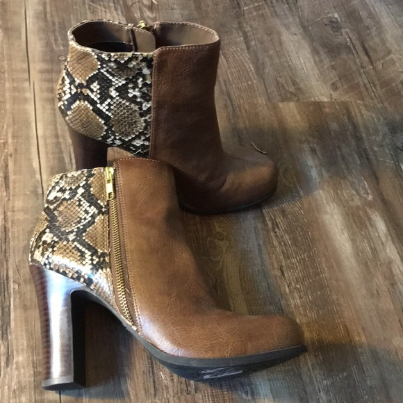 07a00f6a459 NEW Brown and snake skin heel boots!